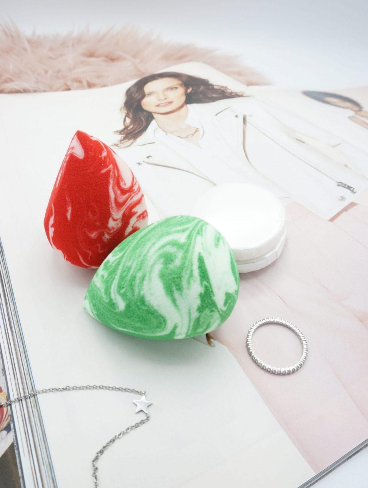2 Coloured Raine Candy Cane Raine Sponges and Sponge Cleansers ⋆ Beautymone