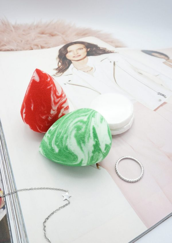 2 Coloured Raine Candy Cane Raine Sponges and Sponge Cleansers