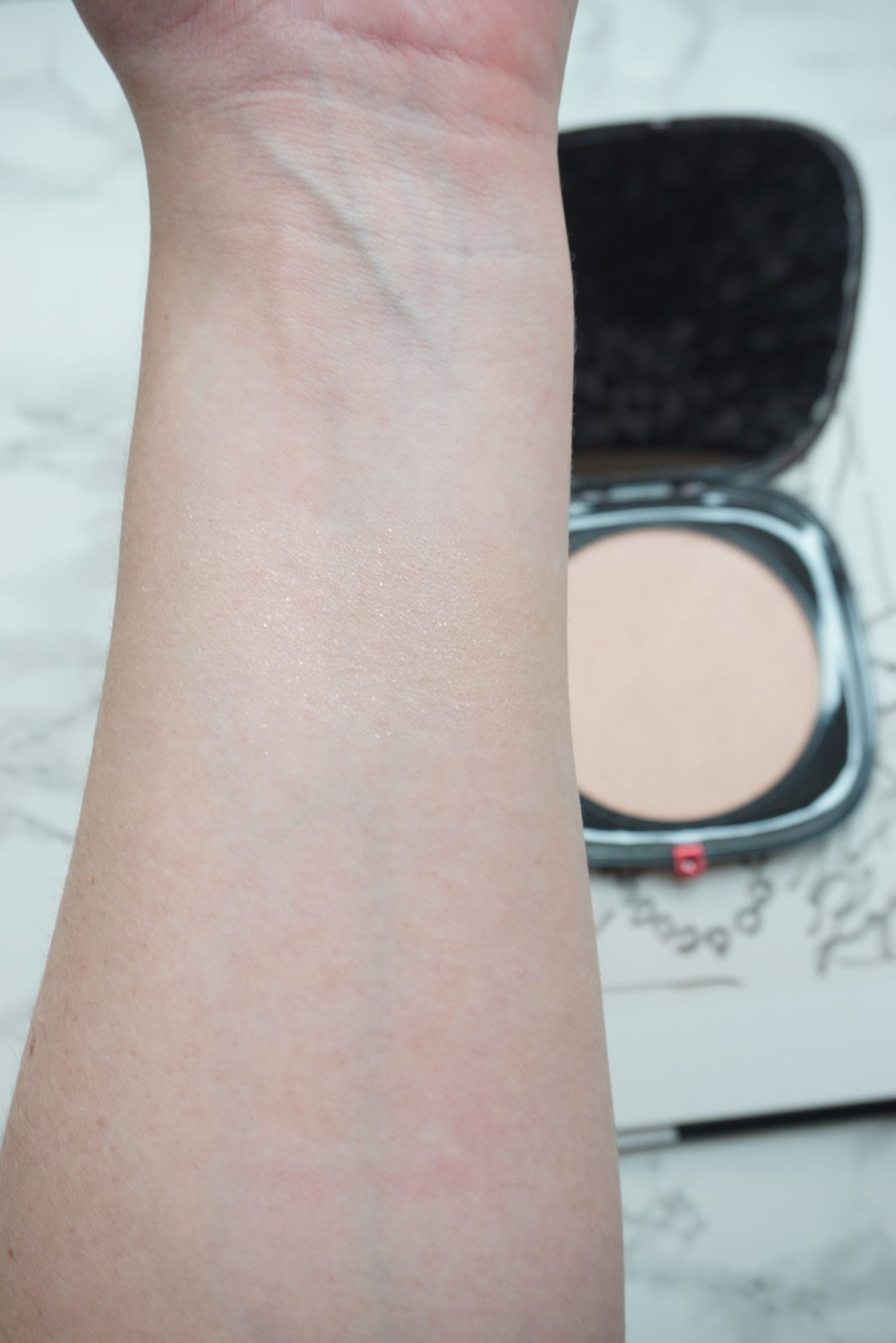 Beautiful Marc Jacobs Beauty O!Mega Glaze Foil Luminizer Review ⋆ Beautymone