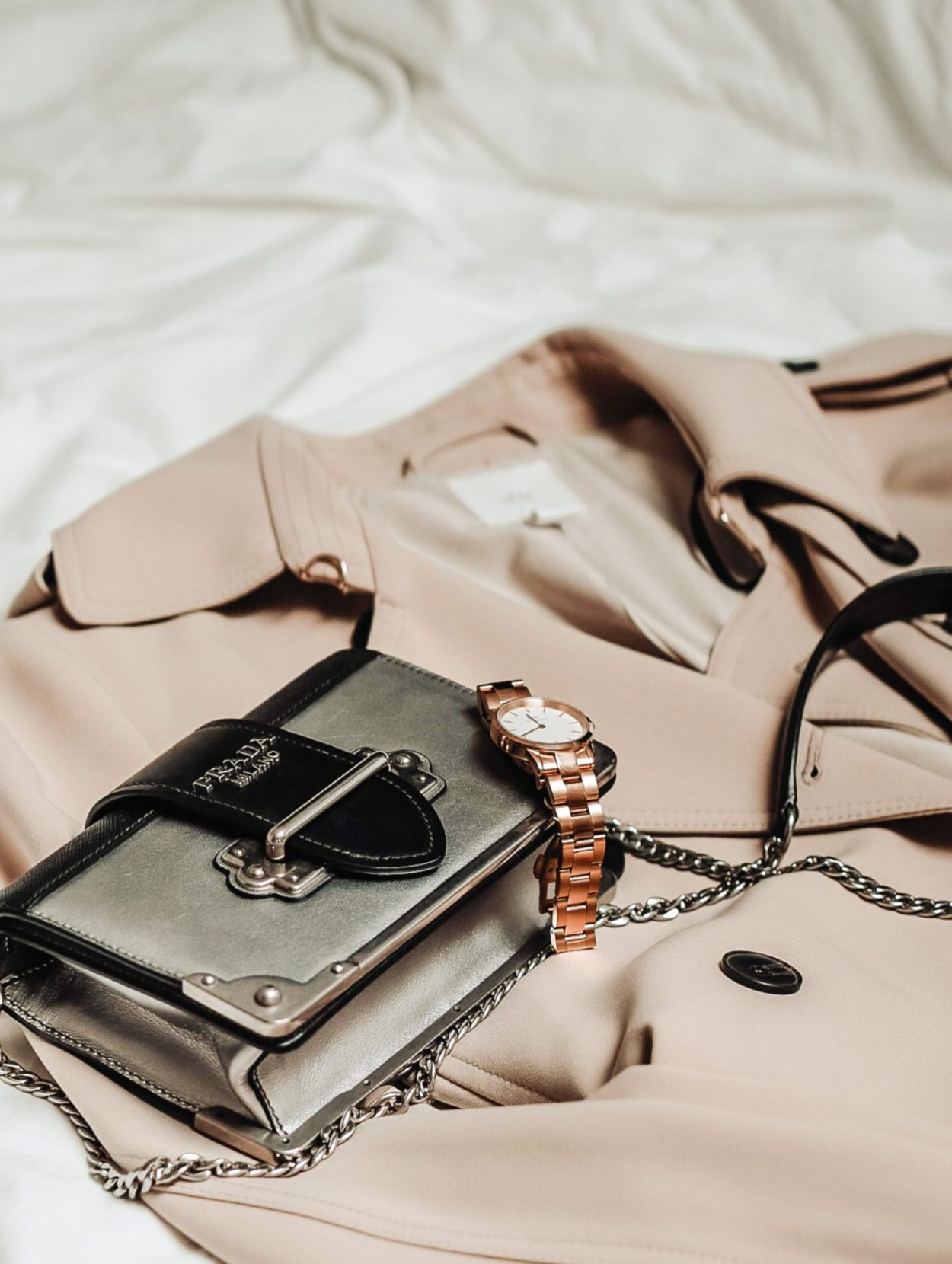 10 Must Haves In Your Beauty To Go Bag